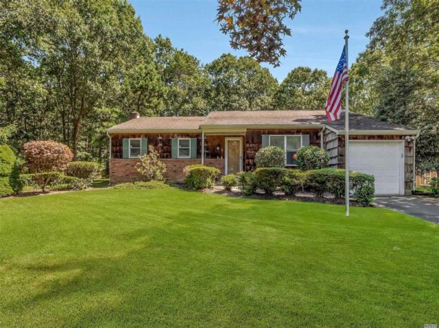 3 BR,  2.00 BTH  Ranch style home in Manorville